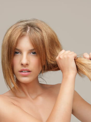 Cheveux secs : 10 astuces pour lutter contre les cheveux secs