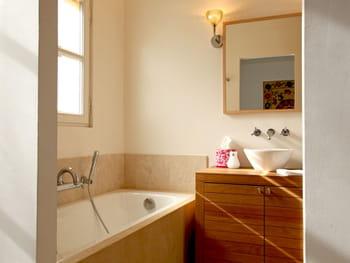 Salle de bains et bois, un duo à suivre