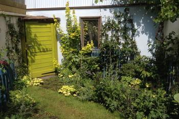 Un mini jardin de ville comme un nid douillet