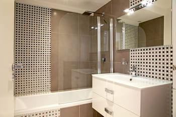 Salle de bains : la mosaïque crée l'ambiance