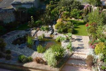 Ambiance zen dans le jardin normand de Michel