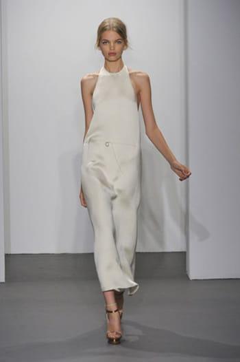 Minimalisme monochrome chez Calvin Klein