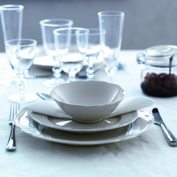 Charme classique art de la table ma vaisselle pour tous les jours journ - Ikea vaisselle de table ...