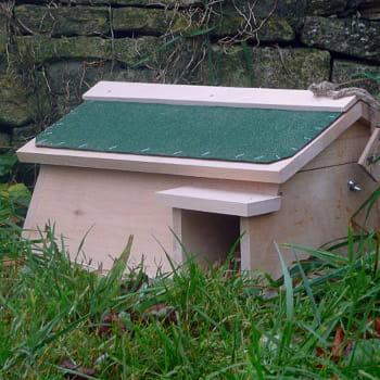 Une maison pour l 39 ami du jardinier abris et maisons pour les amis du jardinier journal des - Abri pour herisson jardin amiens ...