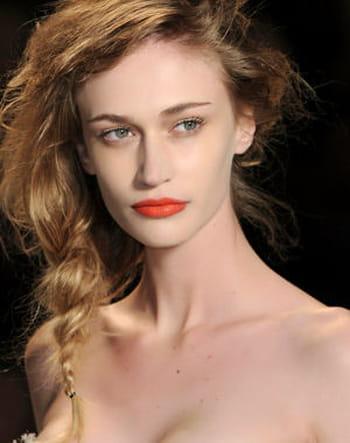 10 façons glamour d'attacher ses cheveux