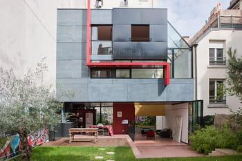 Une maison de ville ouverte sur son environnement