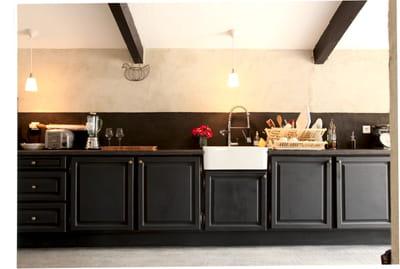 une couleur forte comment relooker une cuisine rustique. Black Bedroom Furniture Sets. Home Design Ideas