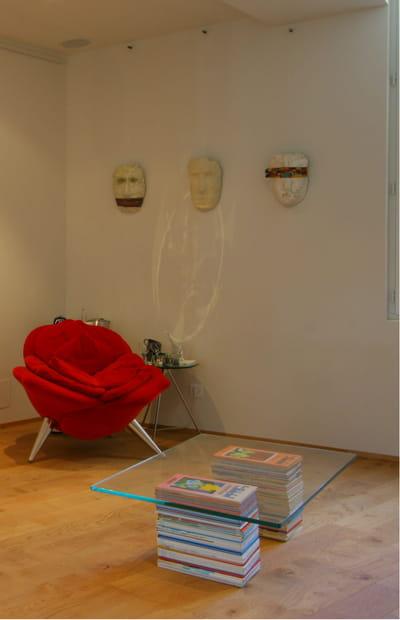 une nouvelle table basse relooker son salon avec moins de 50 euros journal des femmes. Black Bedroom Furniture Sets. Home Design Ideas
