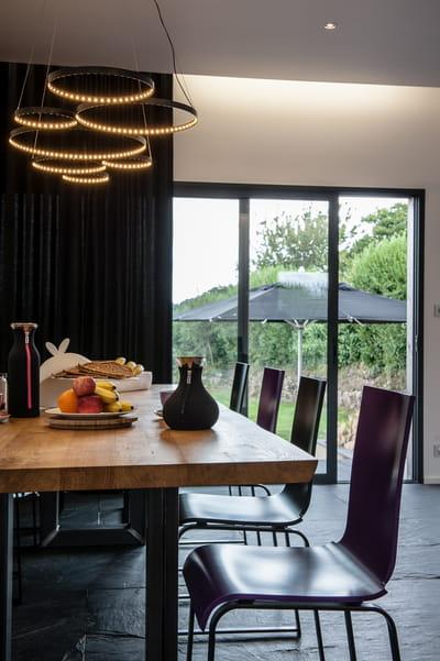 suspension de sept cercles lumineux de lkh design quelle suspension au dessus de la table. Black Bedroom Furniture Sets. Home Design Ideas