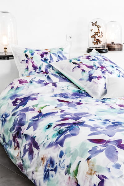 linge de lit fleuri bleu de carr blanc linge de lit. Black Bedroom Furniture Sets. Home Design Ideas