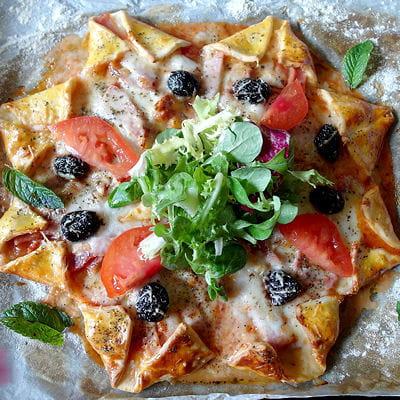 pizza toile au jambon mozzarella comt et olives. Black Bedroom Furniture Sets. Home Design Ideas