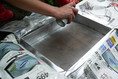 Fabriquez un présentoir à bijoux avec des tiroirs. 1049000-etape-3-colorez-en-couleur-chrome