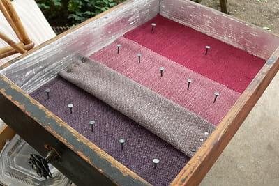 Fabriquez un présentoir à bijoux avec des tiroirs. 1049981-etape-6-placez-les-clous-et-crochets