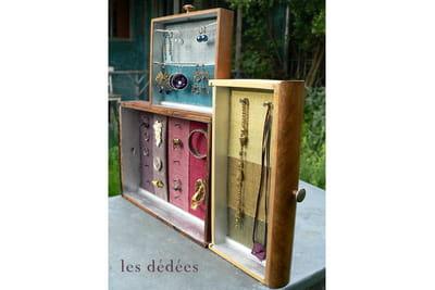 Fabriquez un présentoir à bijoux avec des tiroirs. 1050086-etape-9-assemblez-les-tiroirs