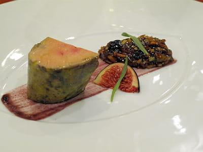 originaire des landes, hélène darroze a grandi dans la culture du foie gras.
