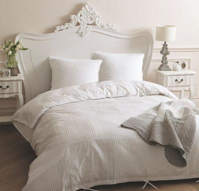 parure dentelle de maisons du monde du linge blanc clatant pour ma chambre journal des femmes. Black Bedroom Furniture Sets. Home Design Ideas