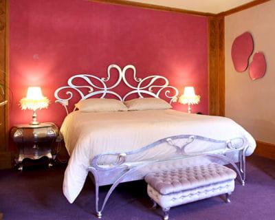 une banquette tout pour mettre en valeur son lit journal des femmes. Black Bedroom Furniture Sets. Home Design Ideas