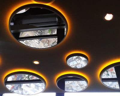 Les miroirs au plafond le ciel de paris d cor par no for Miroir au plafond