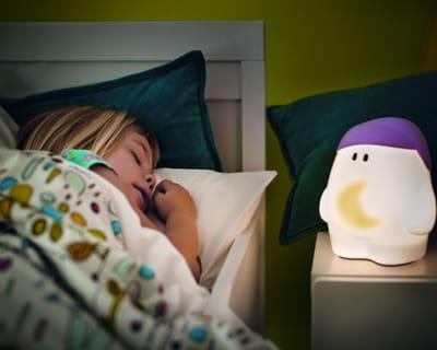 lampe de chevet mybuddy de philips chambre d 39 enfant tout pour un cocon d co journal des femmes. Black Bedroom Furniture Sets. Home Design Ideas