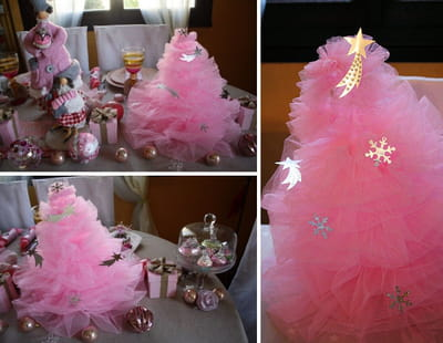 un sapin aérien en tulle rose en guise de centre de table