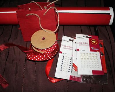 le mat riel n cessaire saint valentin fabriquer une pochette cadeau en carton journal des. Black Bedroom Furniture Sets. Home Design Ideas