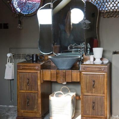 coiffeuse vintage 20 meubles sous vasque r cup 39 pour la salle de bains journal des femmes. Black Bedroom Furniture Sets. Home Design Ideas