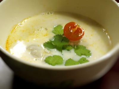 soupe thaï aux champignons et à la citronnelle