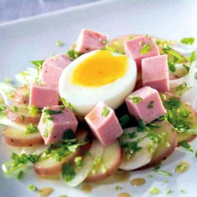 salade de cervelas aux pommes de terre 70 recettes de salades journal des femmes. Black Bedroom Furniture Sets. Home Design Ideas