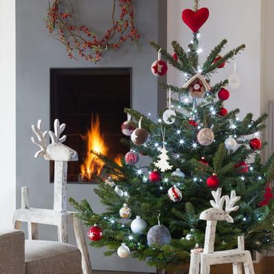 Rennes en bois de botanic d co de no l joyeuses id es - Decoration sapin de noel rouge et blanc ...