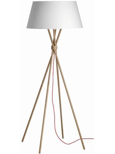 lampadaire main de boconcept 30 lampes pour changer d 39 ambiance journal des femmes. Black Bedroom Furniture Sets. Home Design Ideas