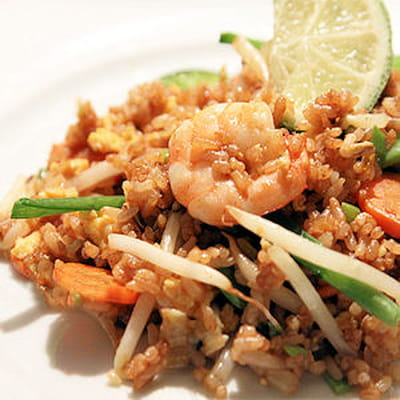 riz frit aux crevettes et aux légumes