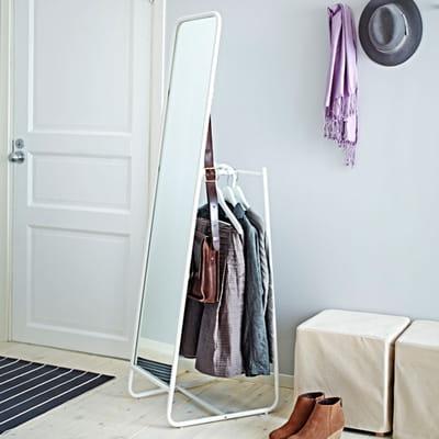 miroir penderie petit espace y 39 a de l 39 astuce dans ces meubles journal des femmes. Black Bedroom Furniture Sets. Home Design Ideas