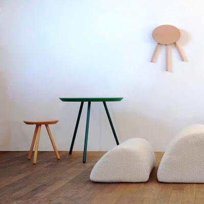 tabourets et table 2d petit espace y 39 a de l 39 astuce dans ces meubles journal des femmes. Black Bedroom Furniture Sets. Home Design Ideas
