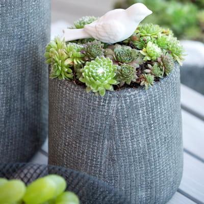 un joli pot pour le balcon des jardini res qui donnent. Black Bedroom Furniture Sets. Home Design Ideas