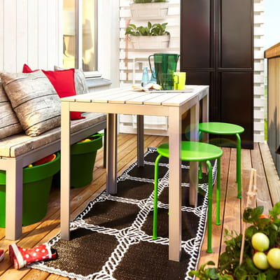 un repas la bonne franquette petit balcon voil le mobilier id al journal des femmes. Black Bedroom Furniture Sets. Home Design Ideas