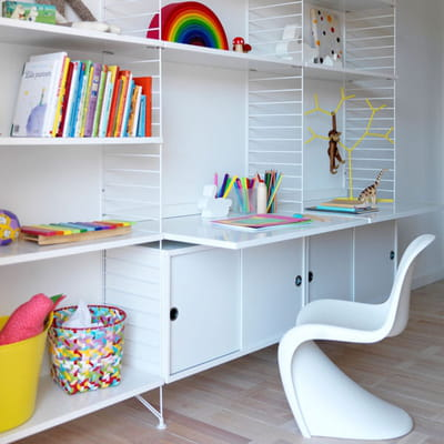 Un bureau tag res pour enfant 20 petits bureaux gain de for Bureau enfant gain de place