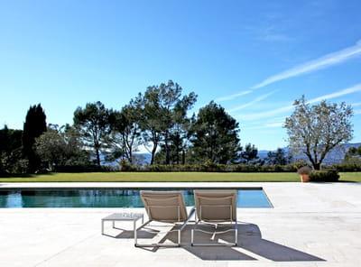 piscine dans une maison du sud de la france