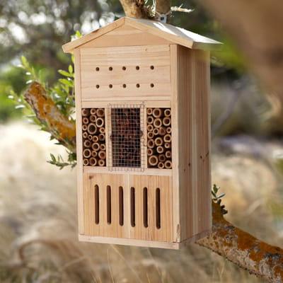 Un h tel insectes rustique des abris pour les oiseaux et insectes journal des femmes - Hout prieel leroy merlin ...