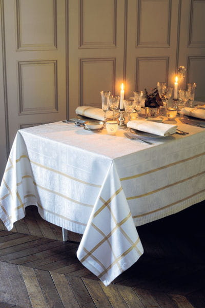 nappe tuileries or garnier thiebaut les tables sur leur. Black Bedroom Furniture Sets. Home Design Ideas