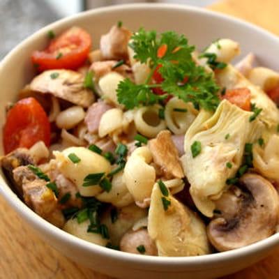 Salade de p tes au coeur d 39 artichauts jambon et champignon - Salade de pates jambon ...