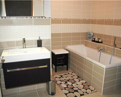 10 belles salles de bains de lecteurs. Black Bedroom Furniture Sets. Home Design Ideas