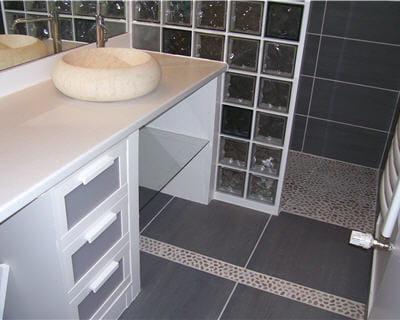 En transparence 10 salles de bains de lecteurs journal for Modele salle de bain avec douche italienne
