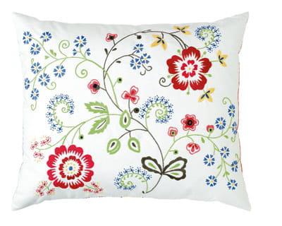 clin d 39 il aux beaux jours 10 coussins pour un int rieur tout confort journal des femmes. Black Bedroom Furniture Sets. Home Design Ideas