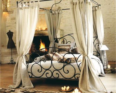 Au coin du feu 20 chambres pour de douces nuits journal des femmes - Maison du monde lit baldaquin ...