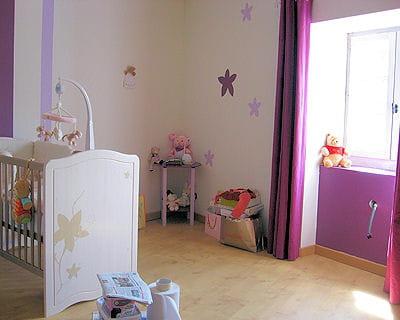 Fleurs et couleur parme 10 chambres de filles tr s d co journal des femmes for Chambre couleur parme