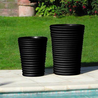 un cache pot au design accord on des cache pots qui ont. Black Bedroom Furniture Sets. Home Design Ideas