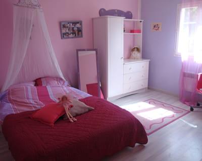 Un univers de f es 15 chambres d 39 enfant de lectrices for Peinture chambre fille rose violet