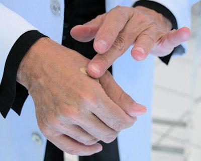 pour une juste dose, appliquer son fond de teint sur la main