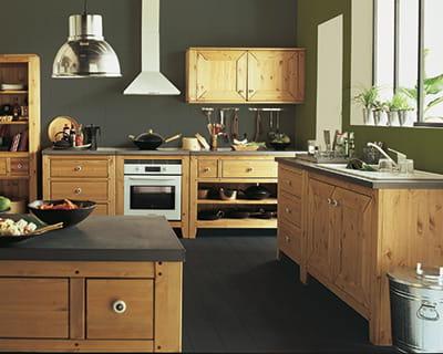 nature bois pin massif 25 cuisines dans tous les styles journal des femmes. Black Bedroom Furniture Sets. Home Design Ideas