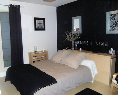 Peinture chambre noir et gris design de maison for Chambre a coucher gris et noir